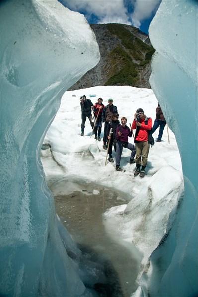 Ледник Фокс. Вид из ледяной пещеры.