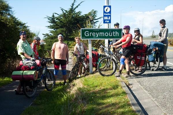 Отчетное фото. Въезжаем из городок Greymouth
