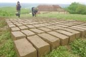 Кирпичи делают из глины