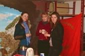 Три девицы, оставившие детей с бабушками)