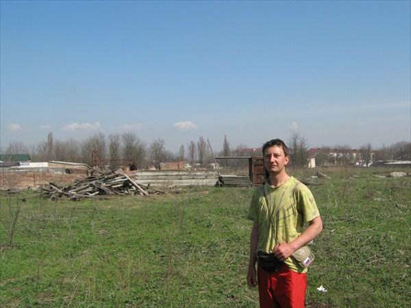 развалины мебельной фабрики, уничтоженной в войну.