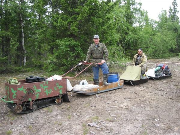 на фото: Примерно так планировали ехать... но увы не попёрло по болоту...