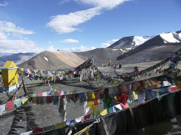на фото: На высоком перевале