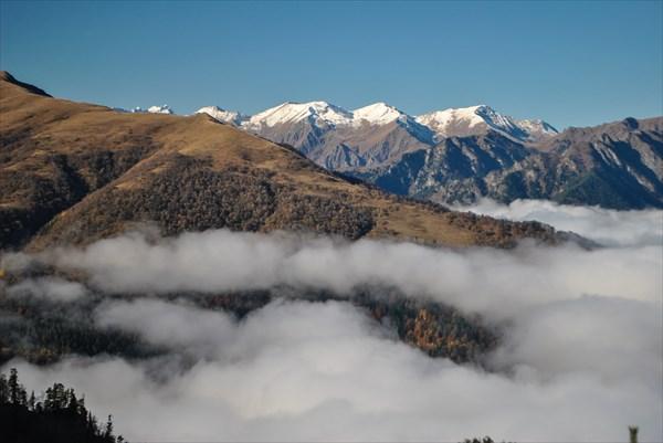 Вид на вершины заповедника (хребет Кочерга и Алоус)
