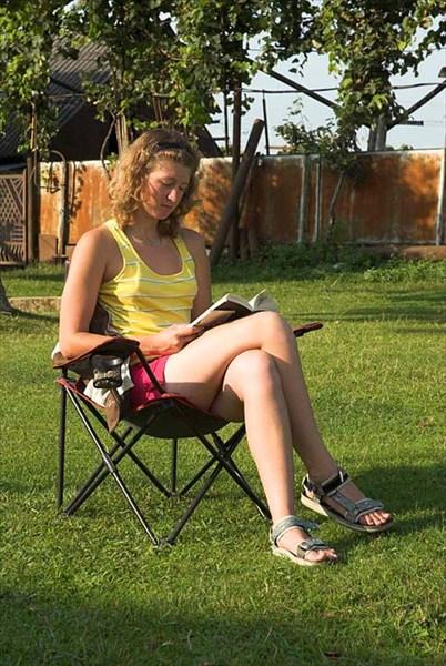 Юлия Лозова - во дворе у Гурама