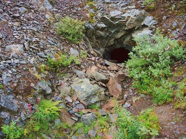 Первая на нашем пути пещера-бомбоубежище.