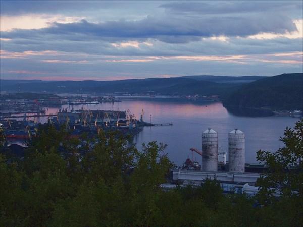 Вид на порт в Мурманске.