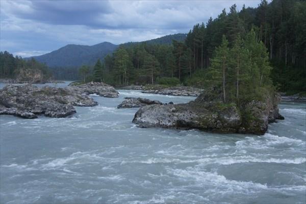 Река Катунь вечером.