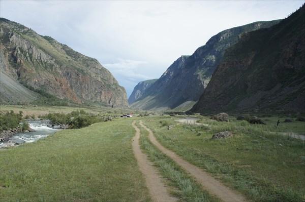 Спустились в долину чулышмана. Спуск не для слабонервных.