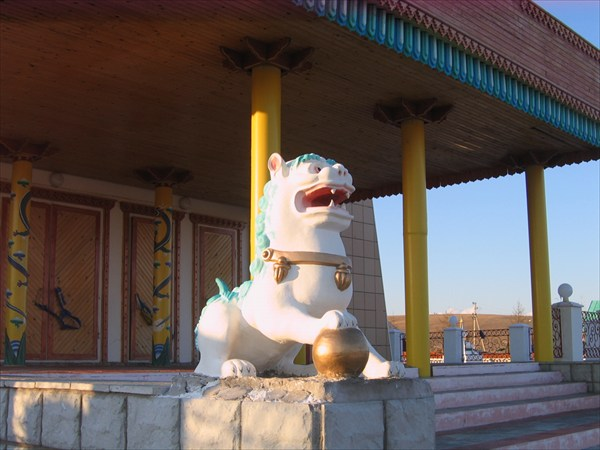 Снежный лев  - хранитель храма