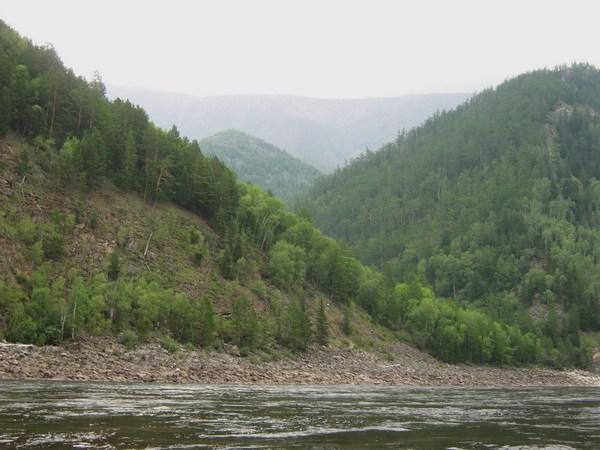Гора Шаман (посередине)