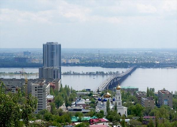 40-этажная высотка на набережной Волги и мост Саратов-Энгельс