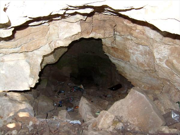 Пещера. Острый шип.