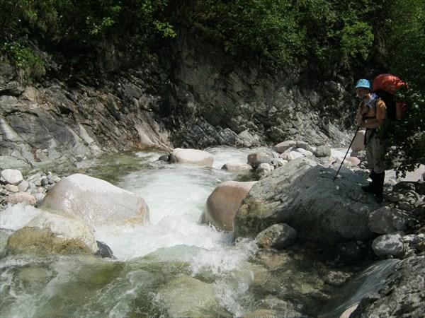 Выше водопада река Елоты Харагун совсем бурная