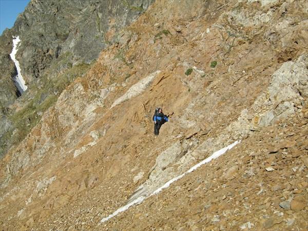 Местами ползем по скальничку
