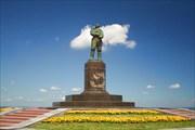 Памятник Чкалову-советскому летчику-испытателю