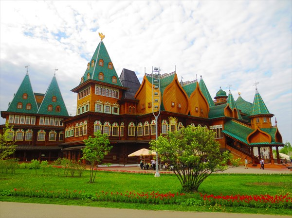 Воссозданный деревянный дворец царя Алексея Михайловича 1667 г.