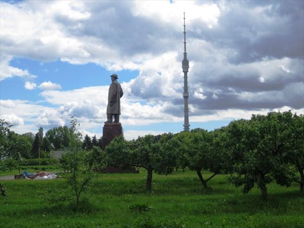 ВДНХ, памятник И.В. Мичурину