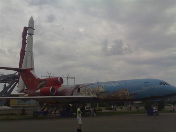 ВДНХ Самолет ЯК-42