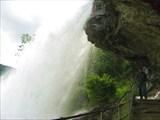 Под водопадом сделан проход!!!