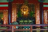 Внутри Буддийского храма