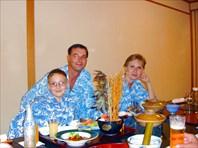 Вечерний ужин в японском ресторане