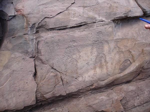 Злые демоны.Наскальные рисунки сколько-то там тысяч лет назад.