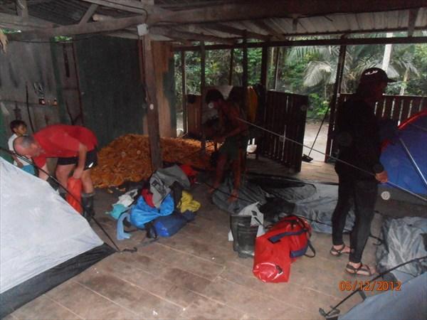 Лагерь в хижине