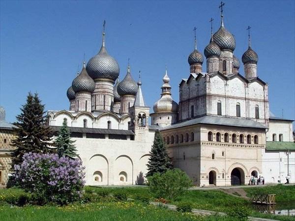 на фото: Ростовский кремль (Митрополичьи покои)