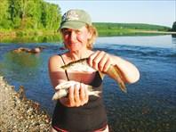 в реке Кия рыба есть!!!