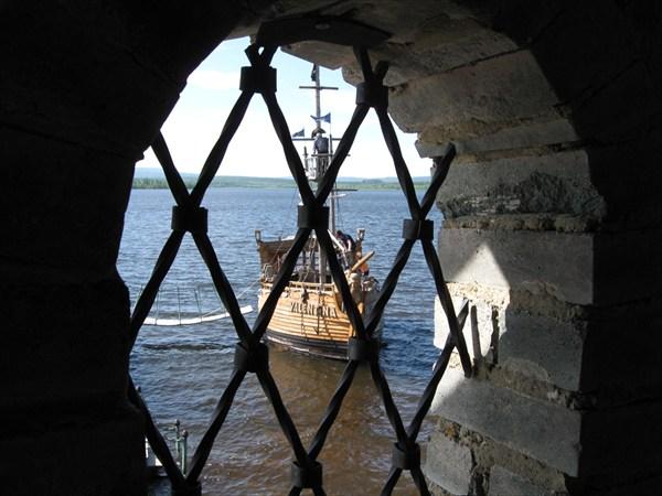 Китовая пристань. В башне