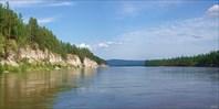 Скальный берег напротив о. Куччугуй-Кустур