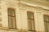 Лепнина на карнизе здания. Ул. Советская. Уржум.