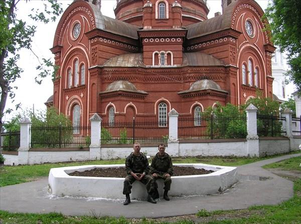 на фото: У Троицкого Собора. в парке. Уржум.