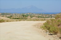 Район между шоссе и пляжем Kriaritsi