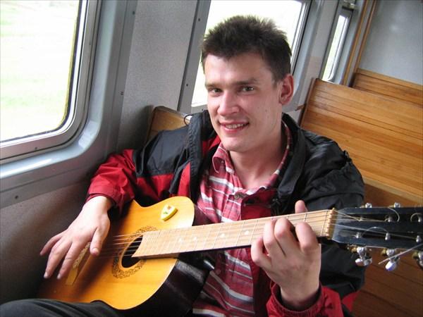 Мюллер с гитарой