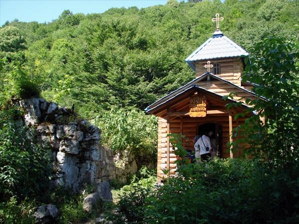 Храм Великомученника Василиска (Каман)