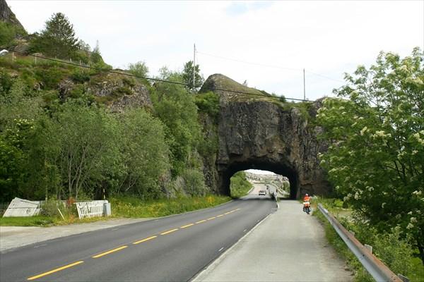 Арка на выезде из Svolvaer