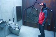 Саня в волшебном туалете у дороги