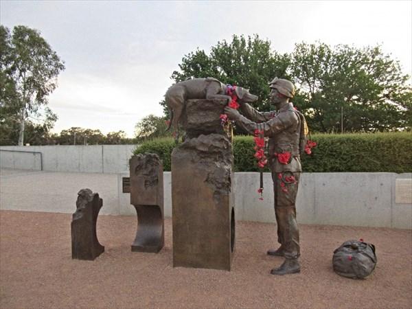 """Австралийский военный мемориал, скульптура """"Возвышение чувств"""""""