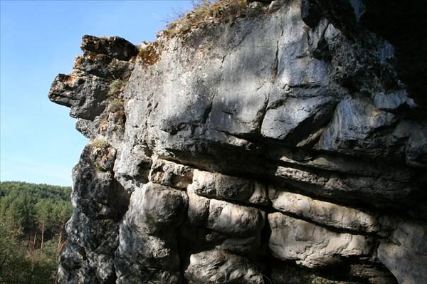 Ущелье реки Сим. Серпиеевский пещерный град