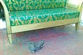 обломовский диван с тапками