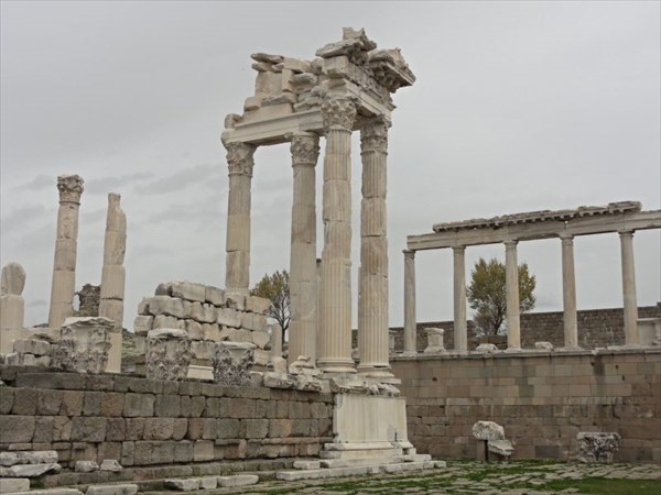 Храм Траяна.