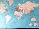 """Карта в хостеле """"Одиссей"""", где отмечены города гостей."""