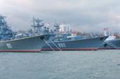 Военные корабли в Южной бухте Севастополя