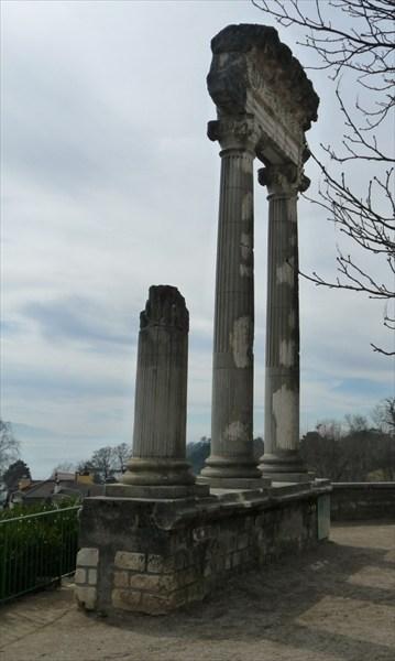 Нуон. Римские развалины, и их не много.