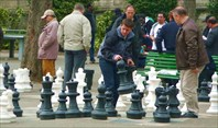 Пока белые люди играют в шахматы…