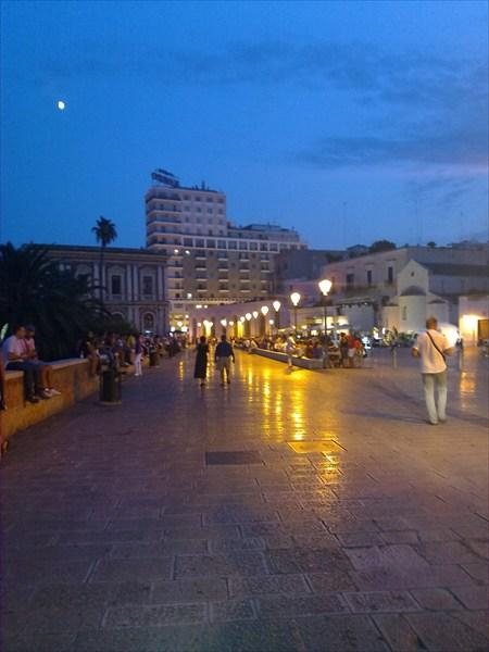 Площадь старого Бари