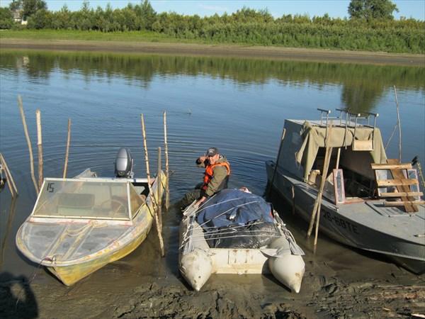 Лодка накачена ...на ней поедет наш груз