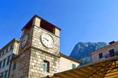 Часовая башня на площади Оружия